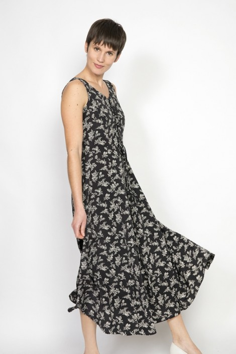 Vestido vintage negro con flores blancas