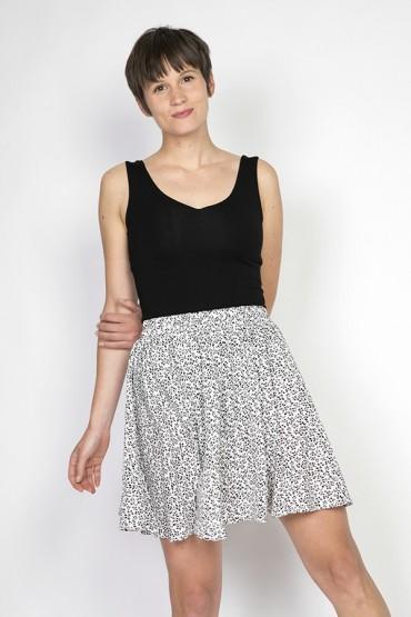 Falda mini blanca con flores pequeñas negras