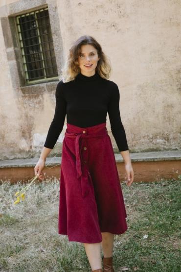 Falda larga de pana fina roja con cintura alta