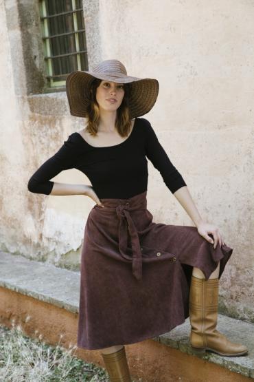 Falda larga de pana fina marrón con cintura alta