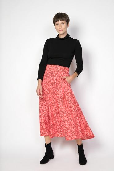 Falda maxi larga roja con flores pequeñas blancas