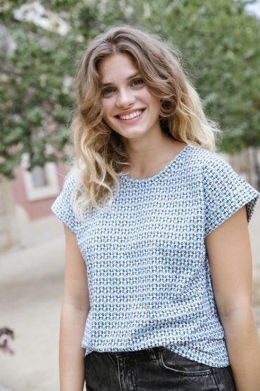 Camiseta SusiSweetdress blanca con flores azules