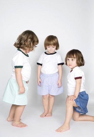 Camiseta blanca con borde navy