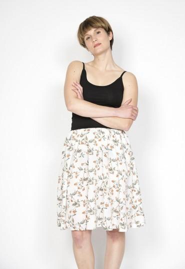 Vestido básico con falda...