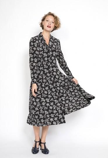 Vestido vintage negro con flores blancos