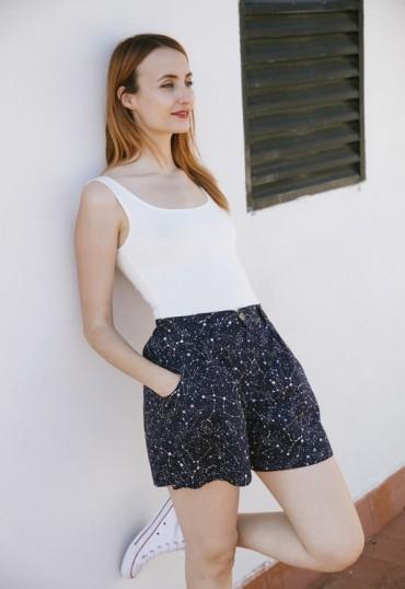 Shorts color azul marino...