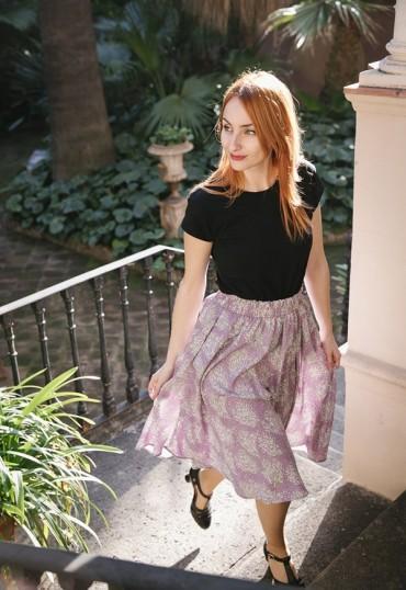 Falda larga lila con ramitos blancos