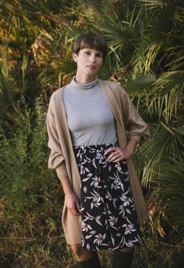 Falda midi azul marino hojas beis