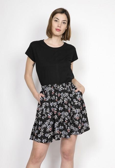 Falda mini negra flor blanca