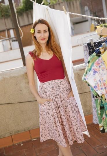 Falda midi color rosa...