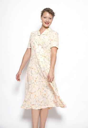 Vestido vintage blanco con flores grandes