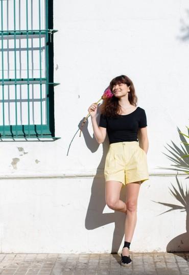 Shorts amarillos con...