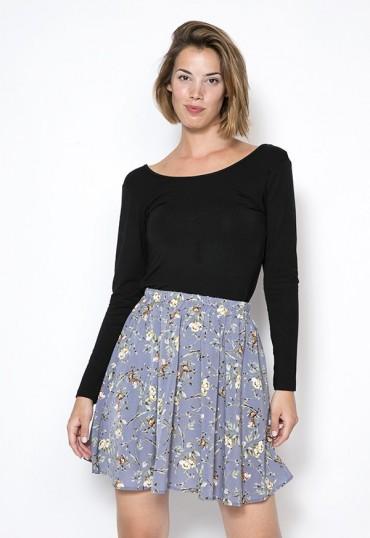 Falda mini azul pastel con flores blancas